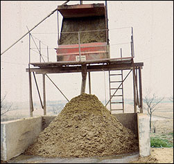 Solid manure piles
